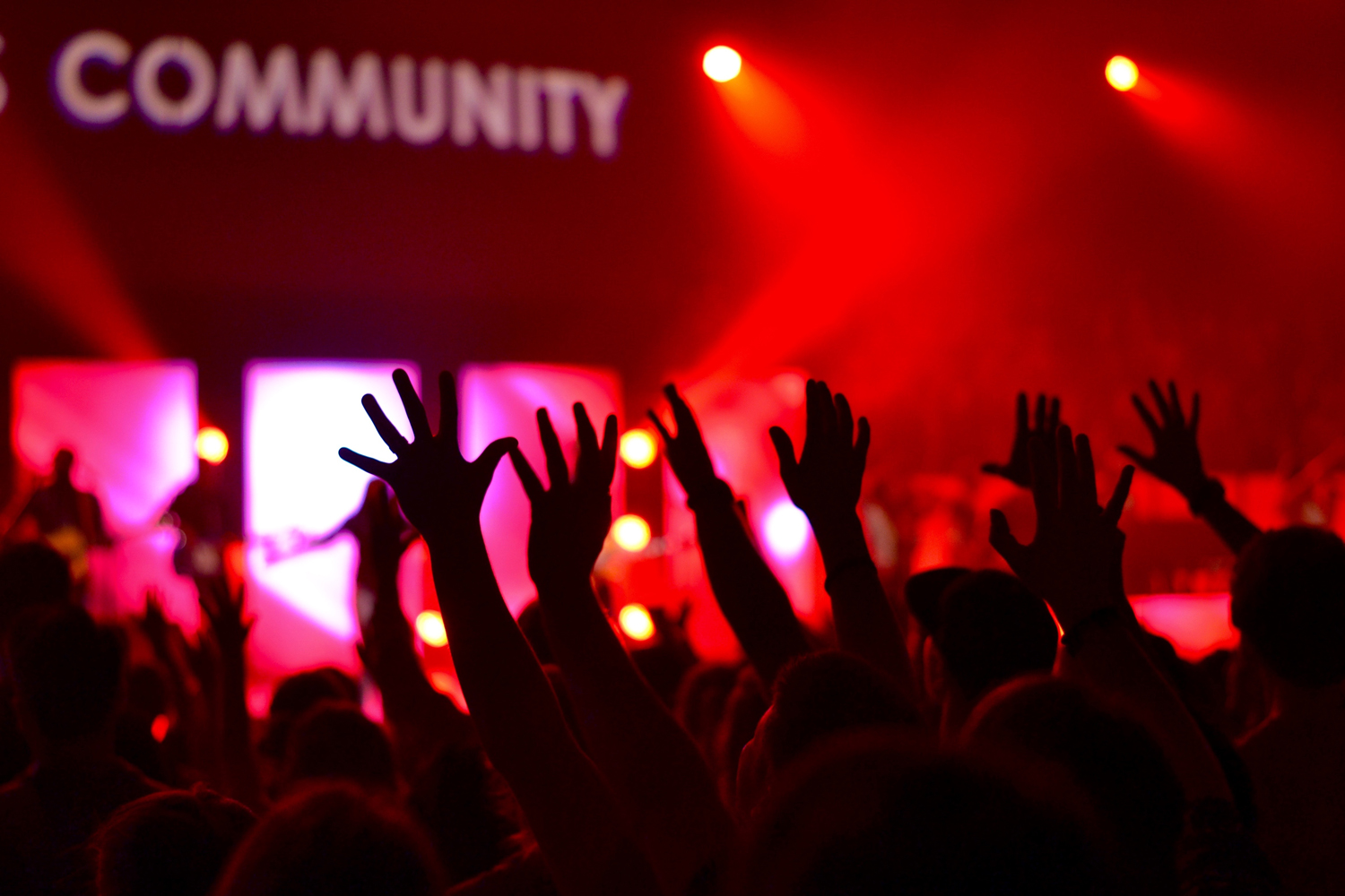 4 Steps to Building Community Engagement Online and Off