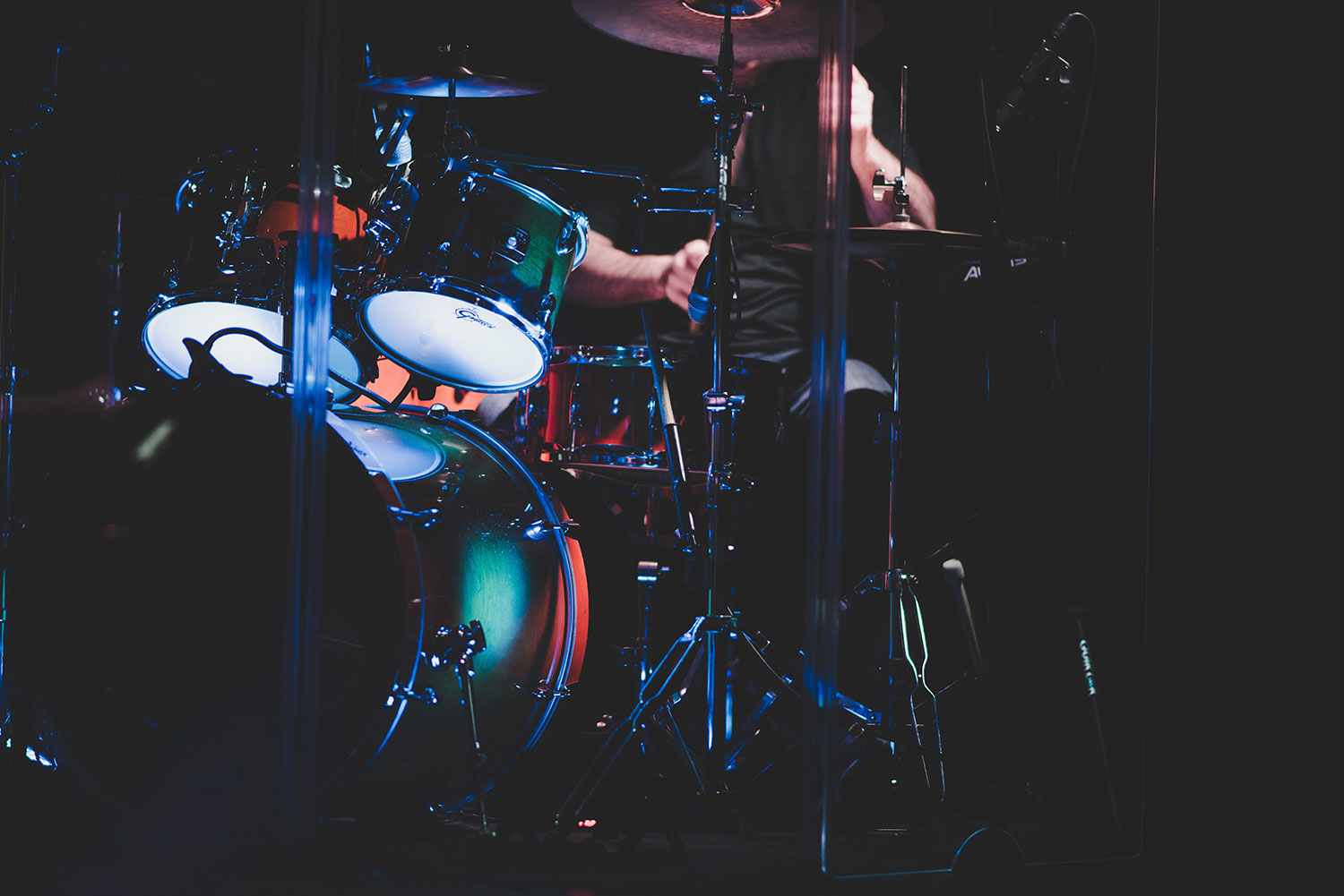 5 Ways to Blend Acoustic Drums With Electronic Drums
