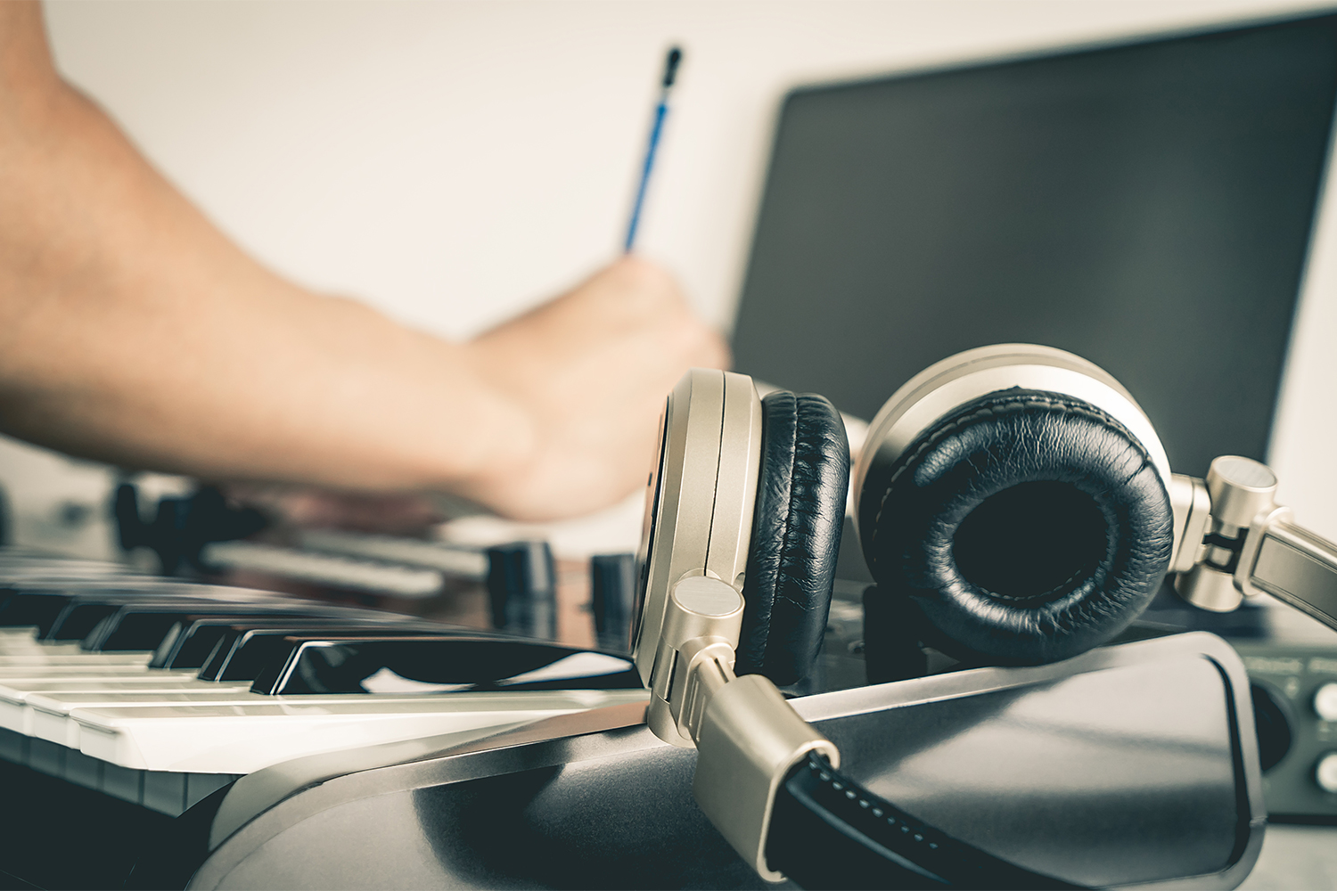 4 Tips For Discovering Your Strengths As A Songwriter