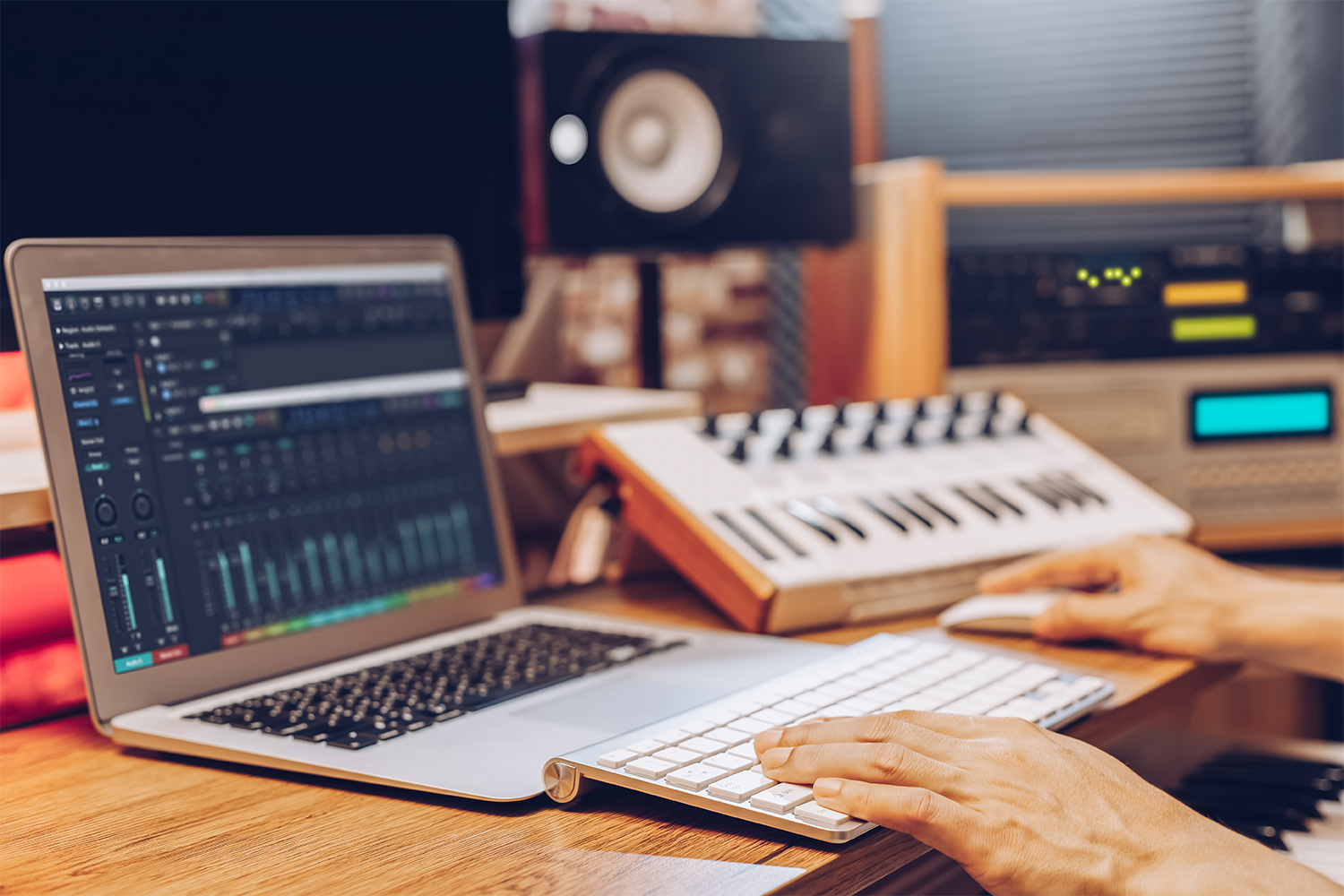 8 Laptop Qualities For Music Production